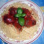 Spaghetti met gehaktballetjes in tomatensaus