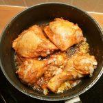 Kip met rode curry en rijst