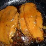 Karbonade met katenspek en Cheddar