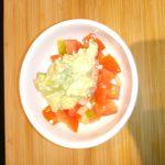Scampi met avocadocrème en tomatenstukjes