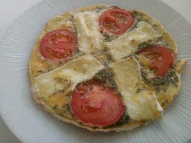 Omelet met tomaat en brie