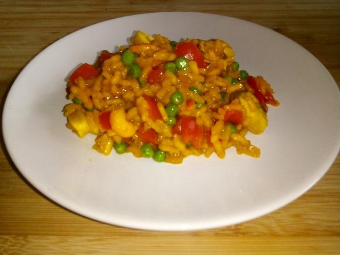 Risotto met zeevruchten, paprika en doperwten