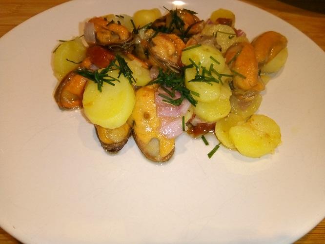 Salade van mosselen en aardappelen